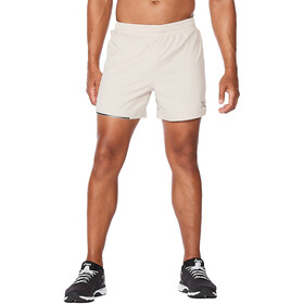 "2XU Aero 5"" Shorts Men, oatmeal/black reflective"